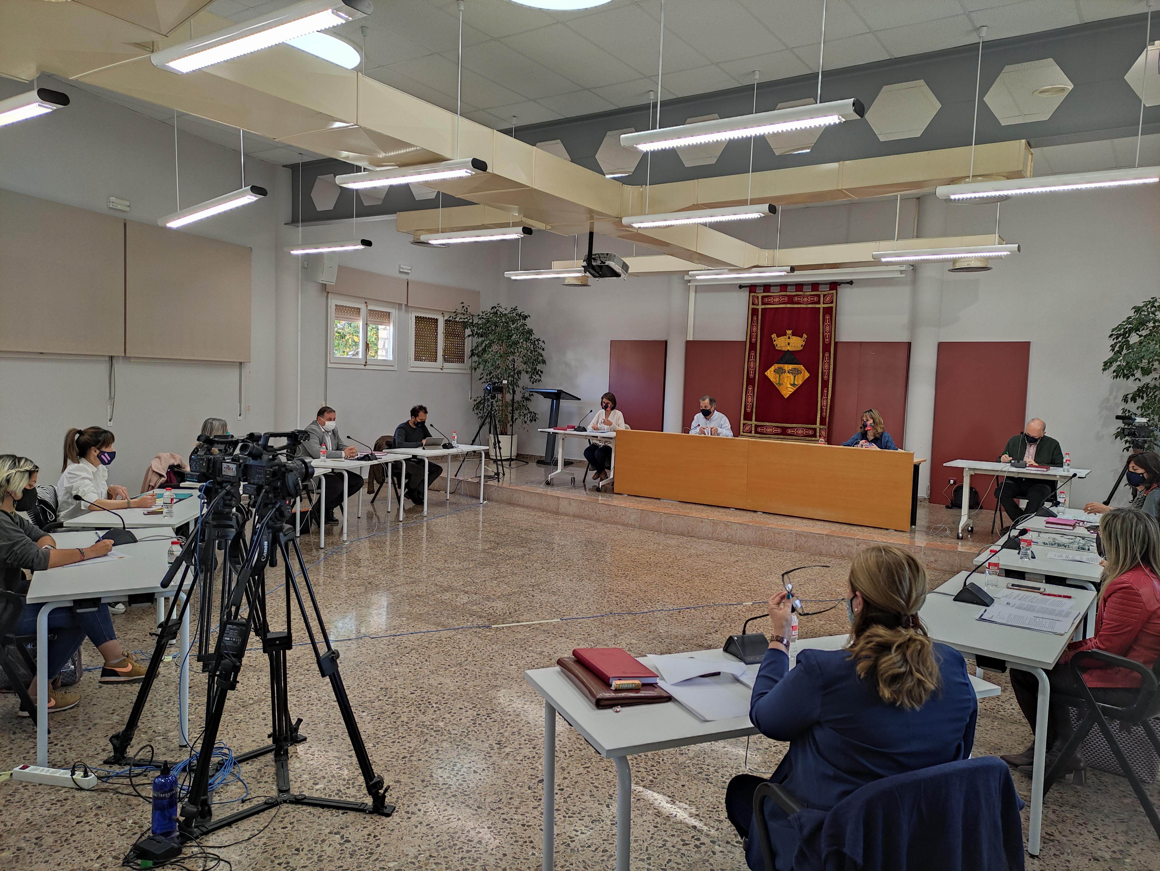 El Ple de l'Ajuntament de Vandellòs i l'Hospitalet de l'Infant aprova implantar un sistema d'estacionament regulat en la via pública, durant l'estiu