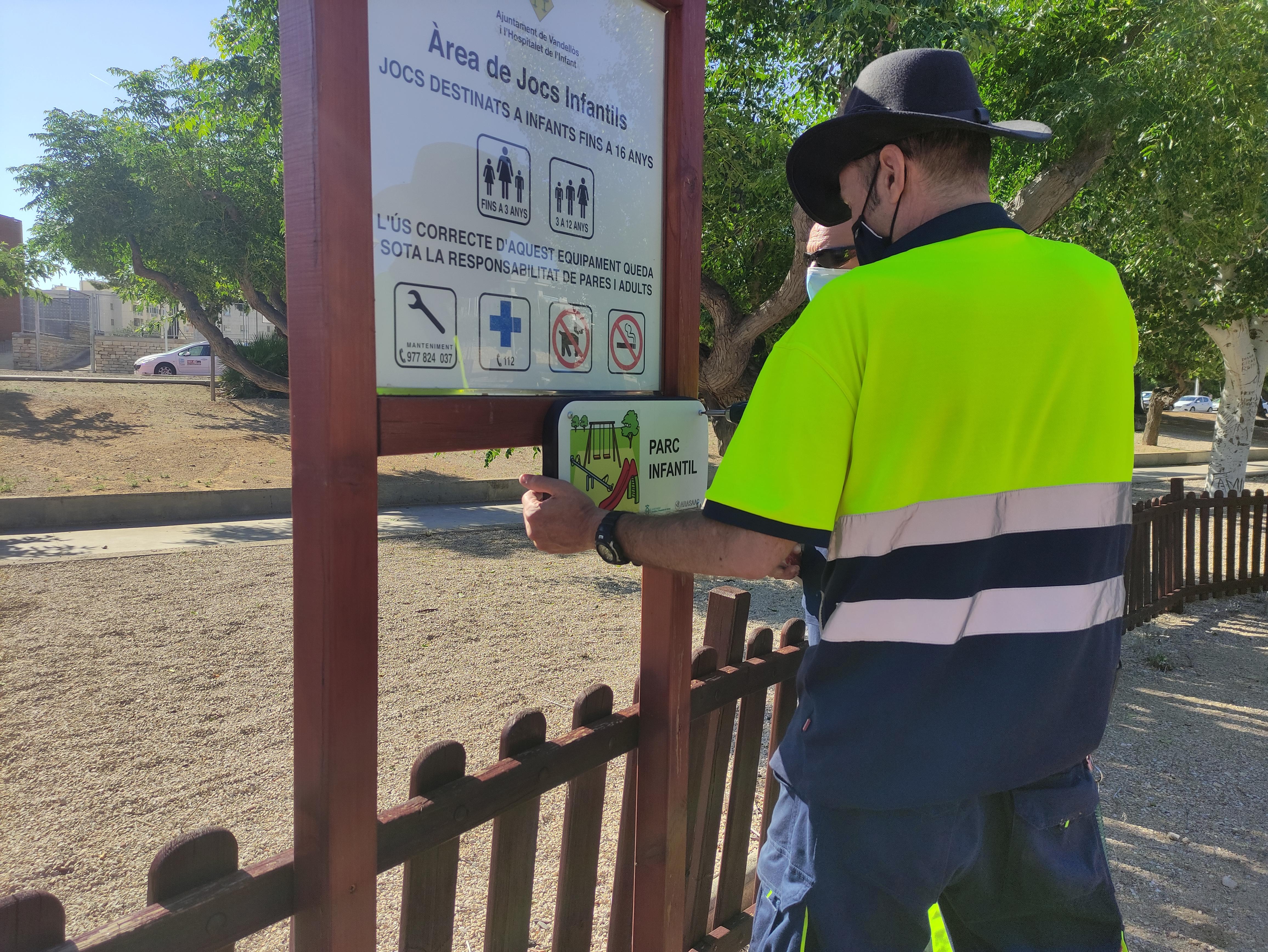 L'Ajuntament de Vandellòs i l'Hospitalet de l'Infant ha instal•lat senyalització viària inclusiva al municipi