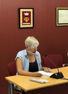 Sara Barceló fent el seu discurs