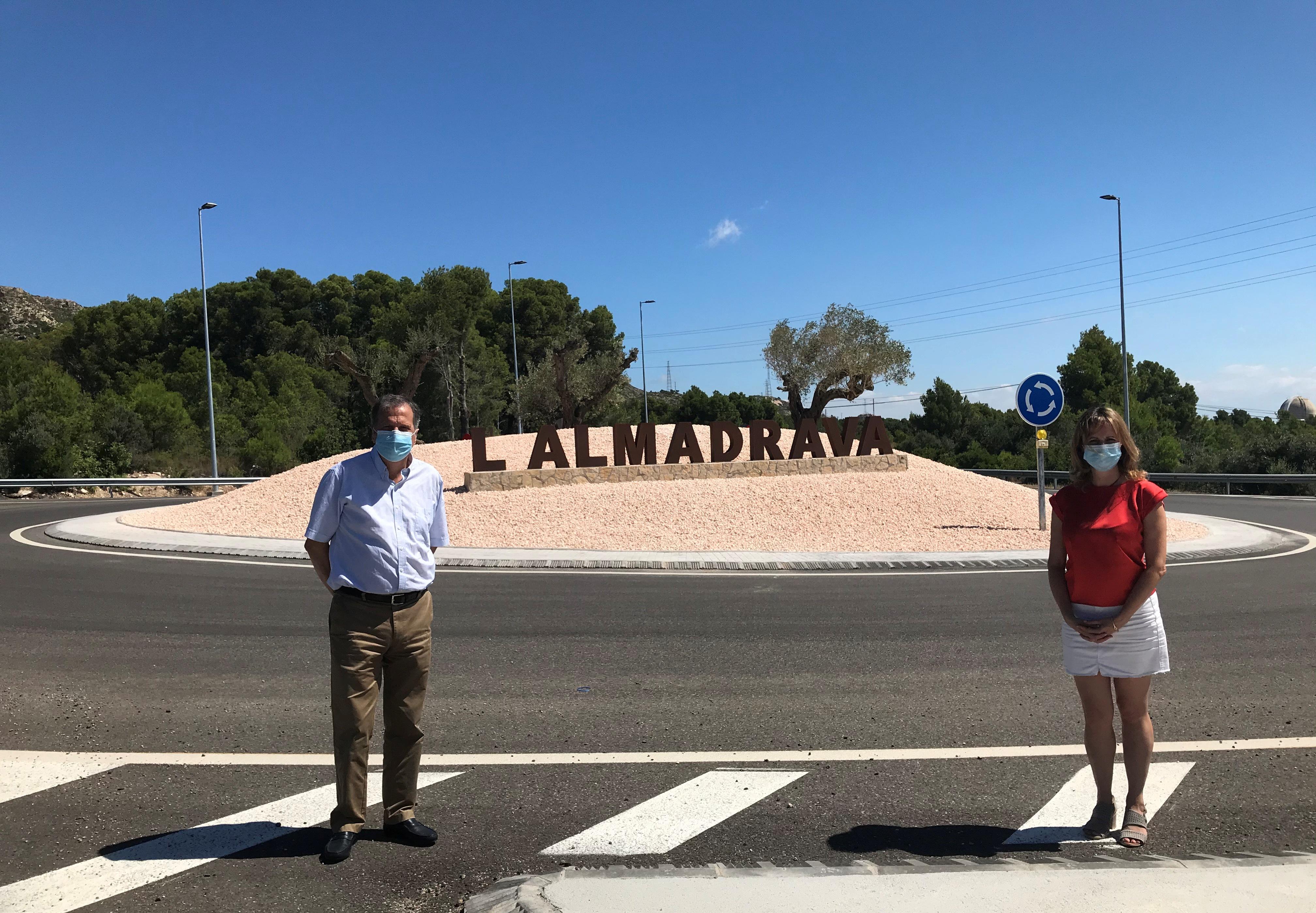 L'Ajuntament de Vandellòs i l'Hospitalet de l'Infant ha decorat la nova rotonda d'accés a l'Almadrava