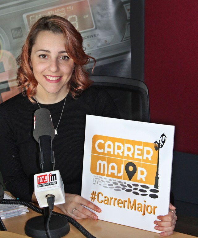 La periodista Ariadna de la Calle, que condueix el programa Carrer Major