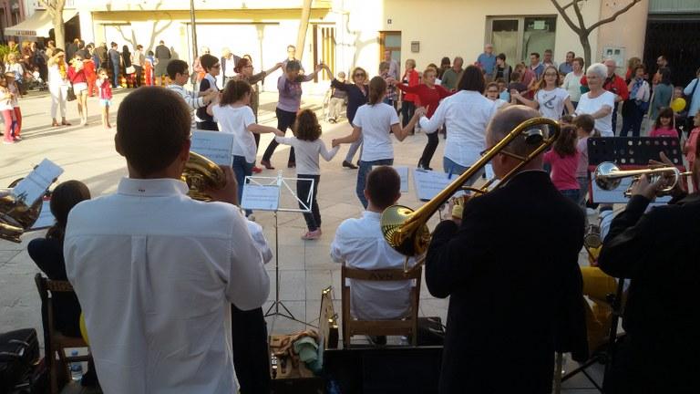 Sardanes a la Plaça Catalunya de l'Hospitalet de l'Infant